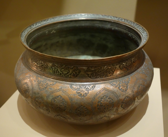 An example of a bowl from the Safavid period.